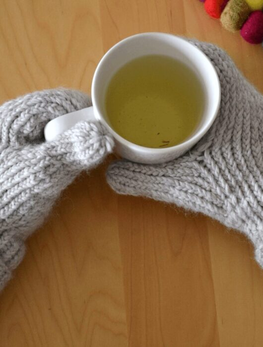 Simple mittens free knitting pattern featured image