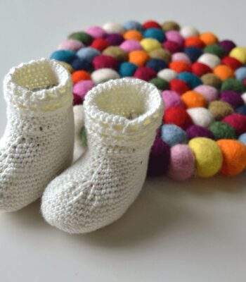 Happy Feet Baby Socks free crochet pattern