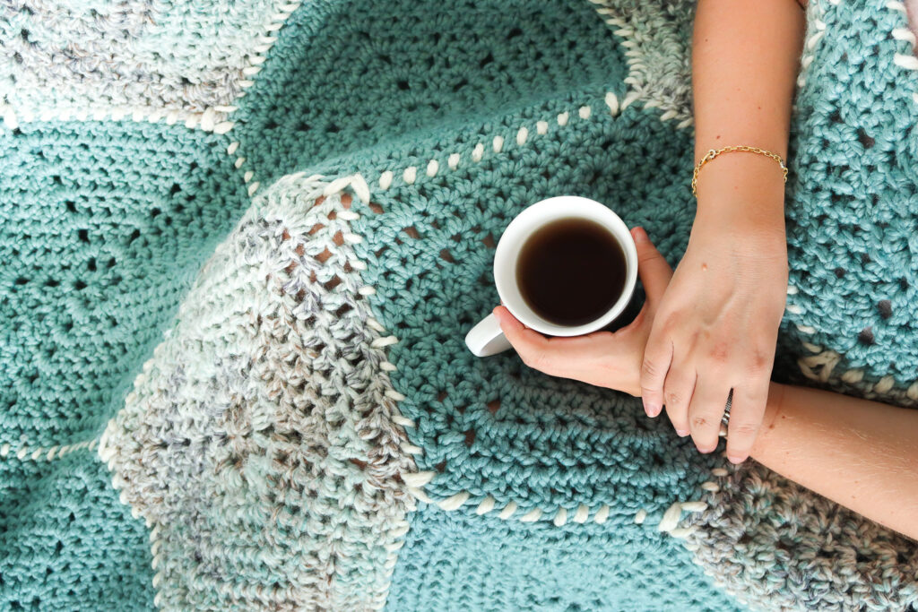 Super chunky crochet blanket pattern for modern farmhouse home decor