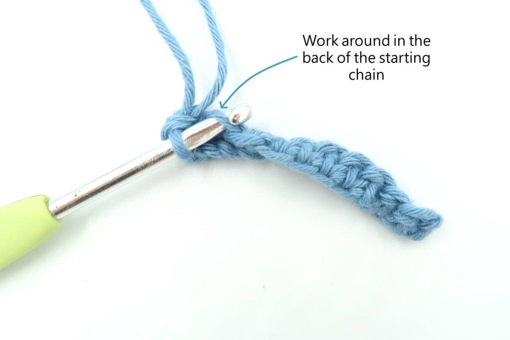 Boutchou baby booties crochet pattern step 1: Crochet around the start chain