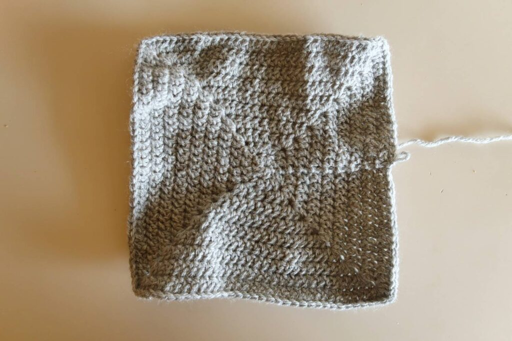 First part of the crochet blanket pattern: grey square