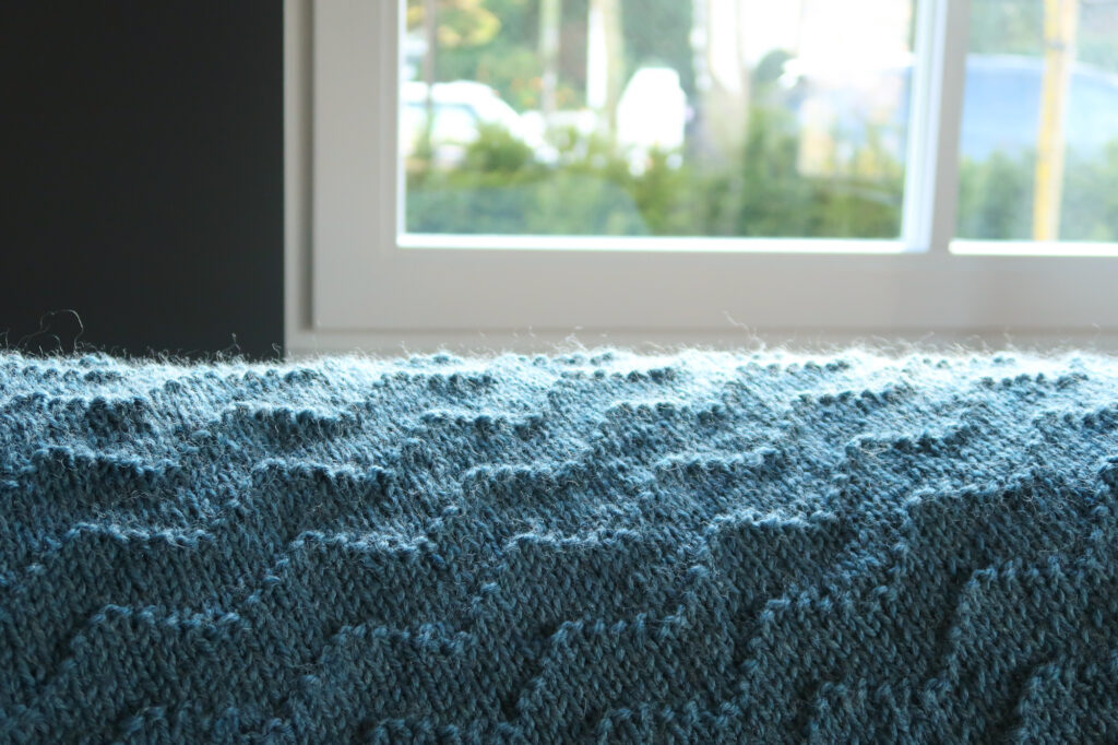 blanket knitting pattern with waves pattern