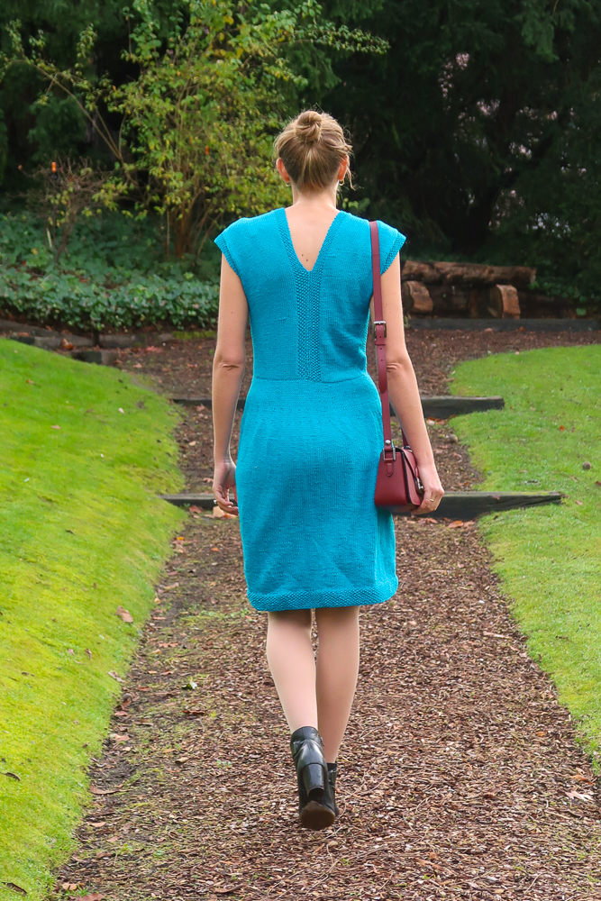 V neck both in the front and back of the knit dress pattern free